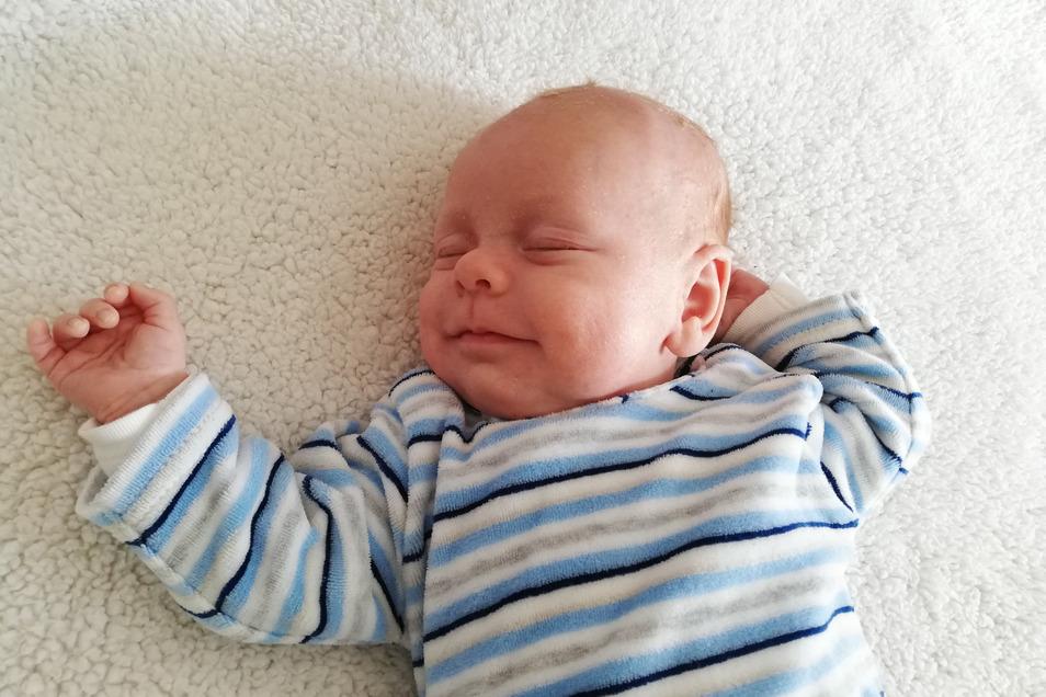 Nilas Codin, geboren am 15. Februar, Geburtsort: Dresden, Gewicht: 3205 Gramm, Größe: 51 Zentimeter, Eltern: Eva Kurzke und Marko Kaczmarek, Wohnort: Heidenau