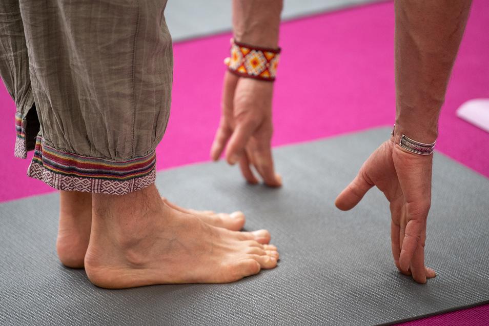 Auf dem Boden bleiben:Beim Yoga muss das Spirituelle nicht im Mittelpunkt stehen - bloße Gymnastik ist es aber auch nicht.