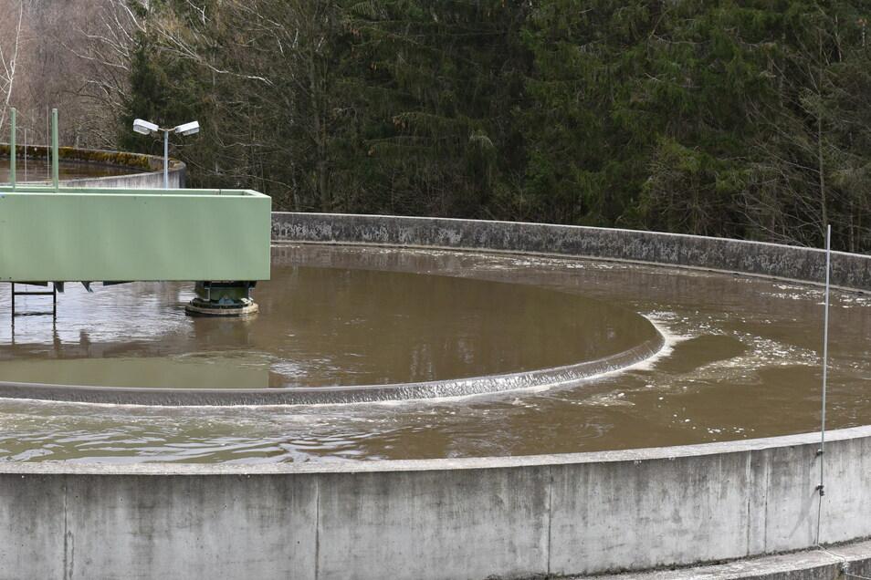 Hier in der Kläranlage Seifersdorf wird das Abwasser von den meisten Ortsteilen der Stadt Dippoldiswalde gereinigt. Dafür müssen die Bürger jetzt tiefer in die Tasche greifen.
