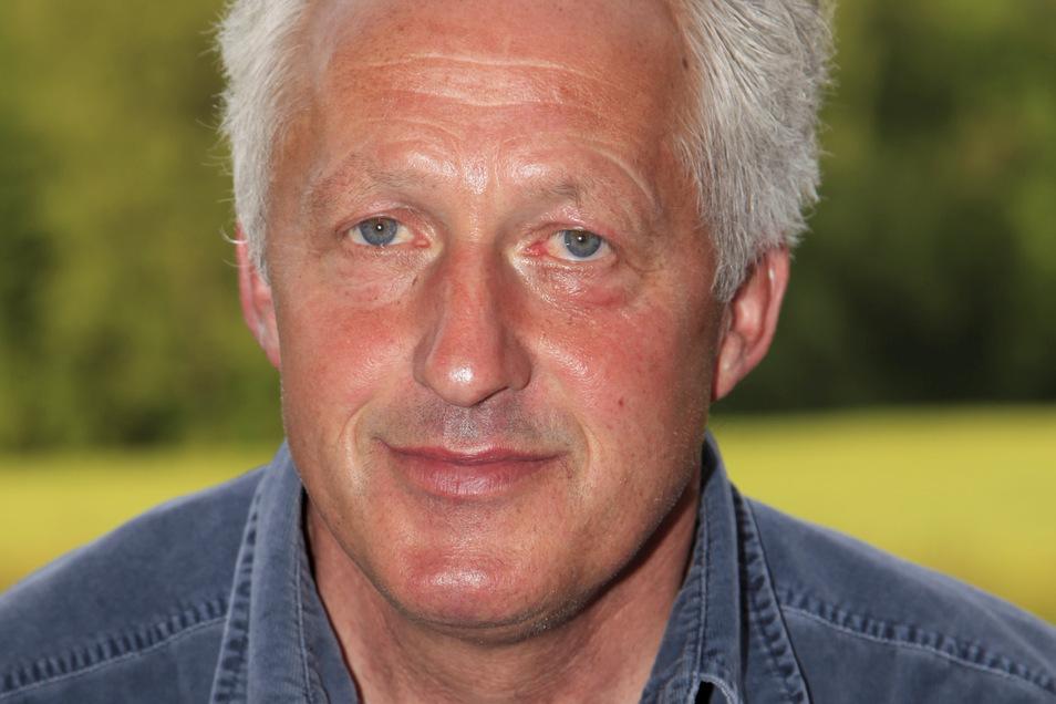 Heinrich Huschebeck ist Sieger des diesjährigen Sensen-Wettbewerbes in Ottenhain.
