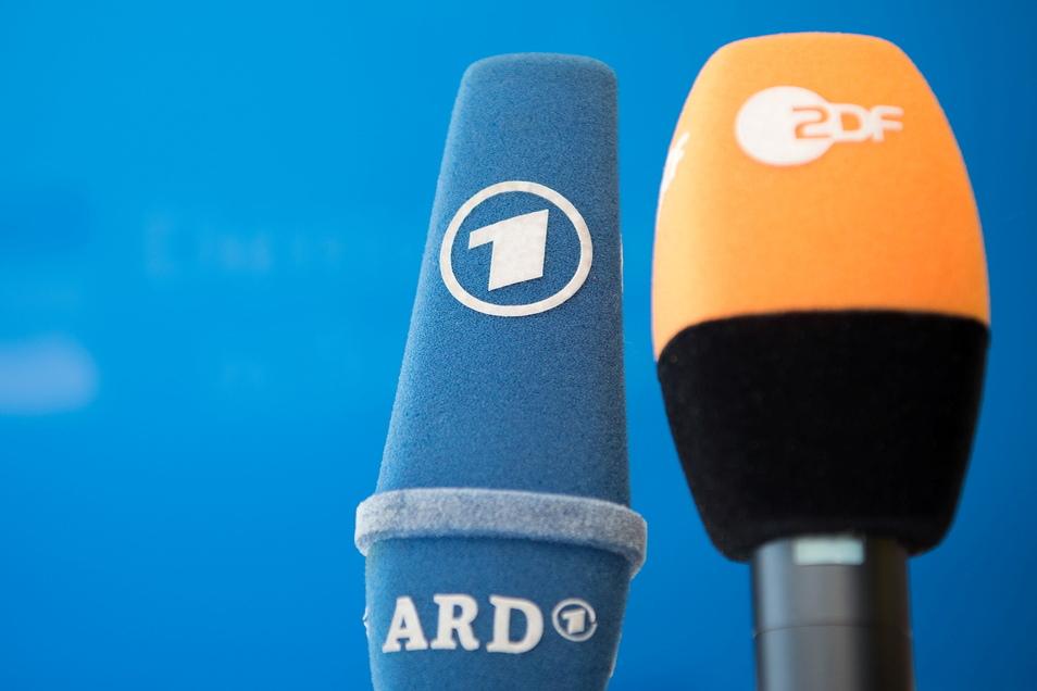 Die Öffentlich-Rechtlichen stehen unter Druck - nun wollen die ARD-Sender die Bürger befragen.