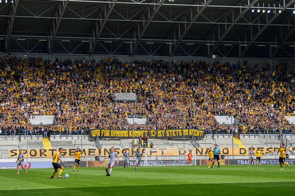 Beim Heimspiel gegen den SC Paderborn war auch der K-Block im Dresdner Rudolf-Harbig-Stadion wieder zu 50 Prozent ausgelastetist, die Partie mit 16.000 Zuschauern ausverkauft. Davor war auch Dynamo zweimal unter der möglichen Kapazität geblieben.
