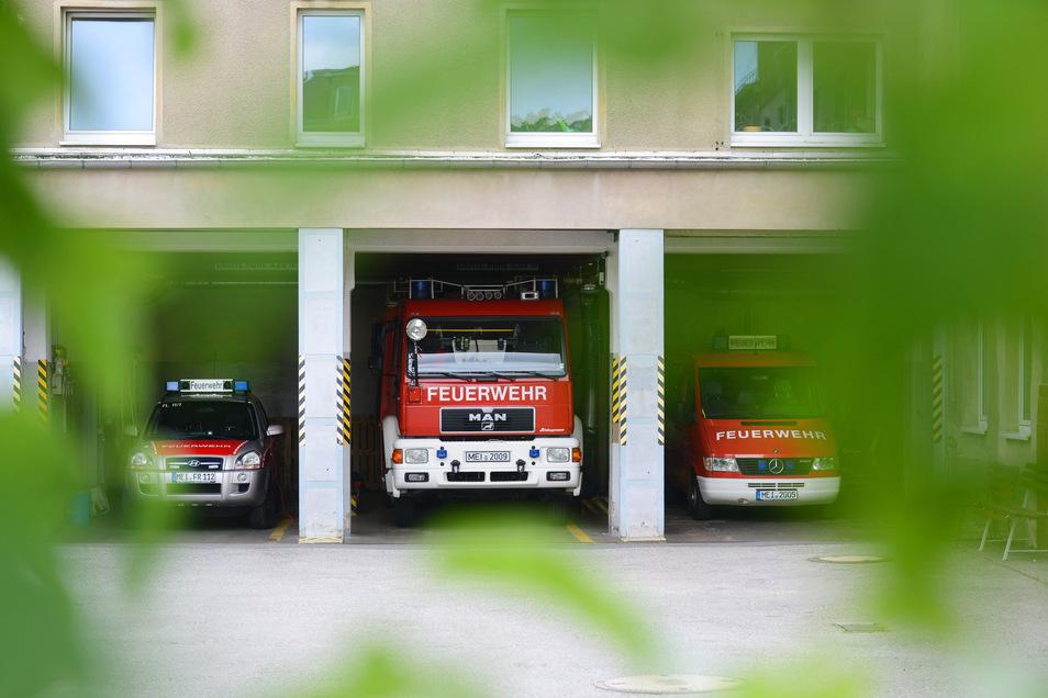 Weil die alte Feuerwache in Radebeul-Ost viel zu eng ist und nur mit Ausnahmegenehmigung noch betrieben werden kann, brauchen die Kameraden einen Neubau. Der wird an der südlichen Schildenstraße, hinter der Bahnbrücke, entstehen.
