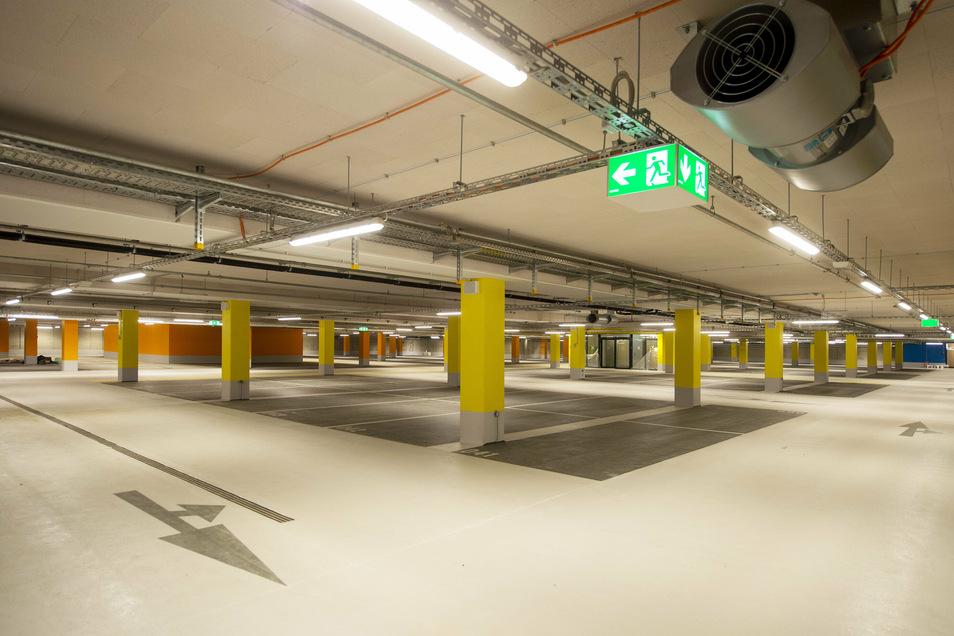 Scheunenhofcenter: Tiefgarage im Untergeschoss mit 225 Stellplätzen.