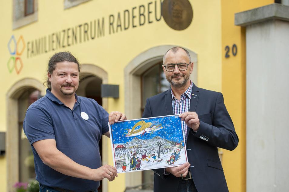 Mathias Abraham und Thomas Rohe mit dem Kalender.