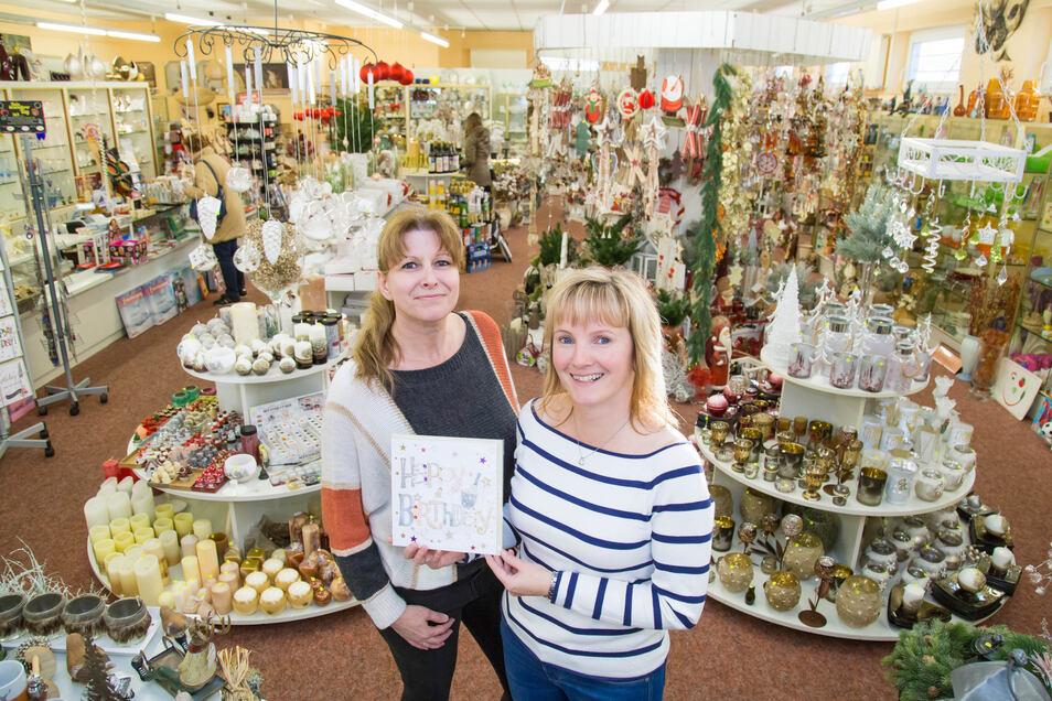 Im Geschenkezentrum Regina regieren die Ladeninhaberinnen Nicole Lange (links) und Katrin Krause.