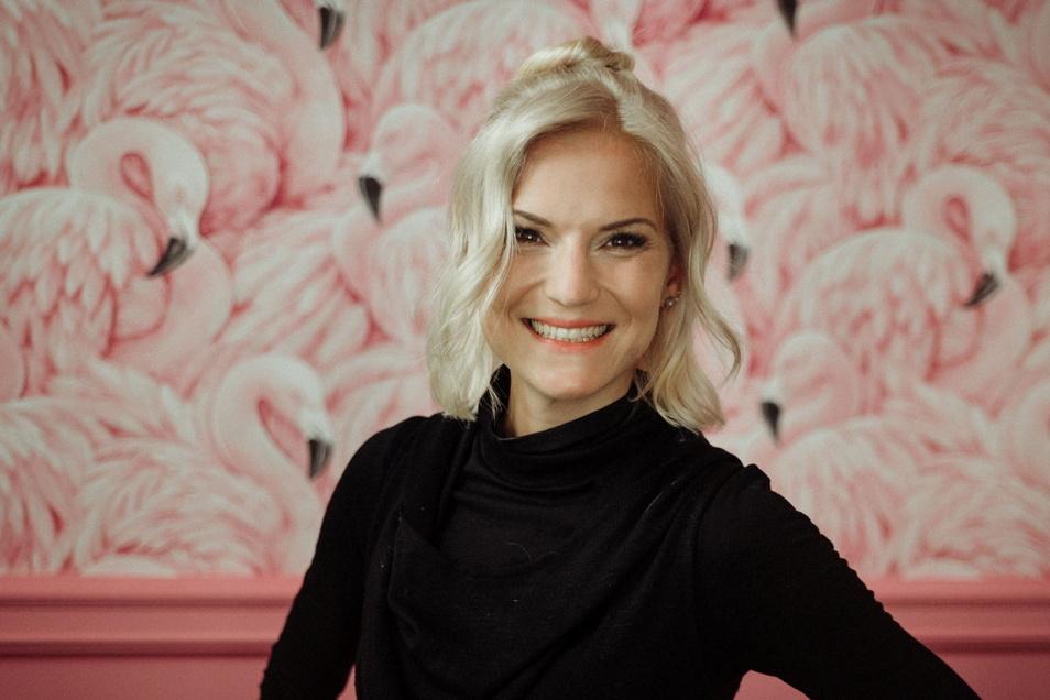 Louisa Noack (37) war nach dem Abitur und während ihres Studiums Journalistin in Görlitz. Über Stationen beim MDR und verschiedenen Radiosendern kam sie zu RTL und lebt heute in Köln.