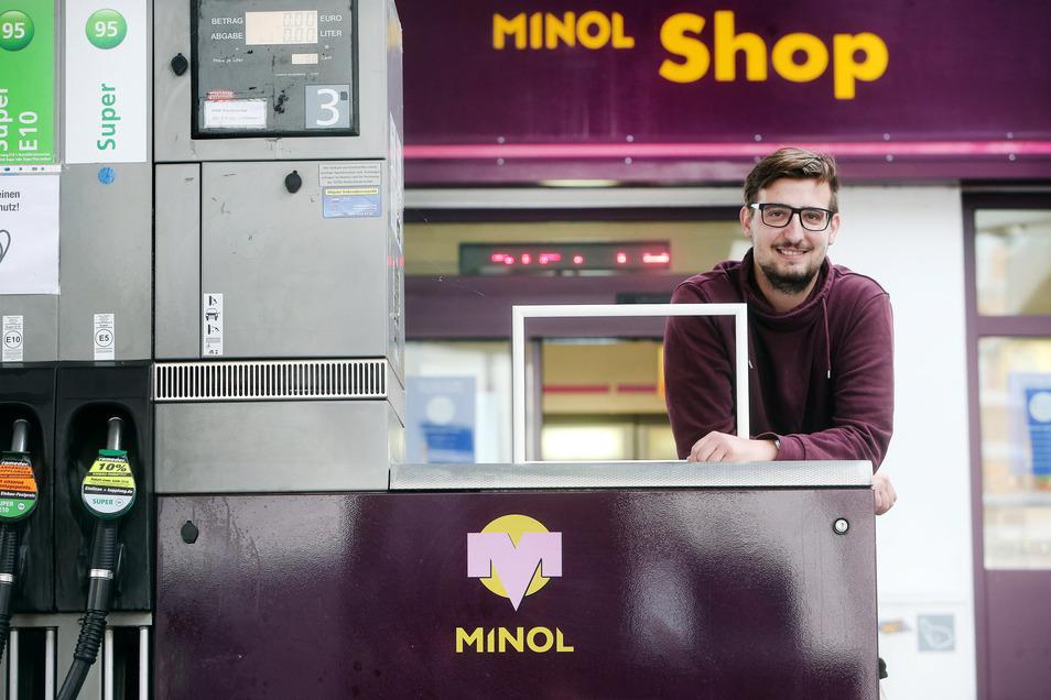 Florian Richter trägt zwar keinen Blaumann, ist aber trotzdem der neue Pächter einer der letzten Minol-Tankstellen in Leipzig.