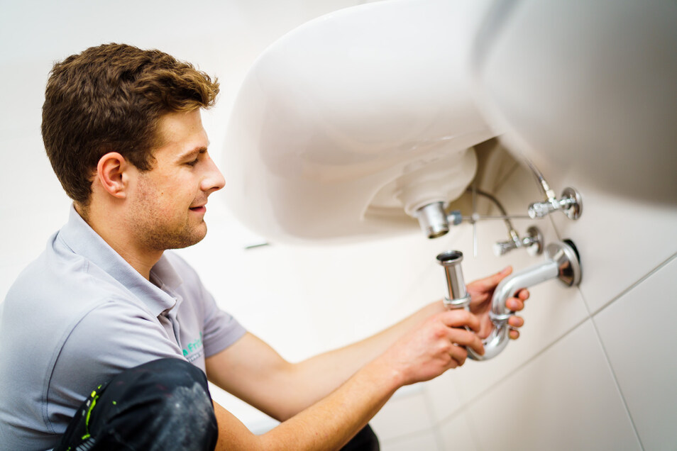 Installateur- und Heizungsbauer-Meister Lukas Kurz (24) hat es für seine Ausbildung aus dem Schwäbischen nach Sachsen gezogen. Gleich im Anschluss machte er sein Meisterstudium in Vollzeit mit sehr gutem Abschluss.