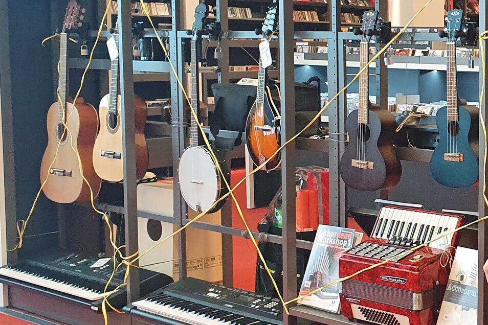 Die Stadt hat sich für die Bibliothek der Dinge mehrere Instrumente angeschafft.