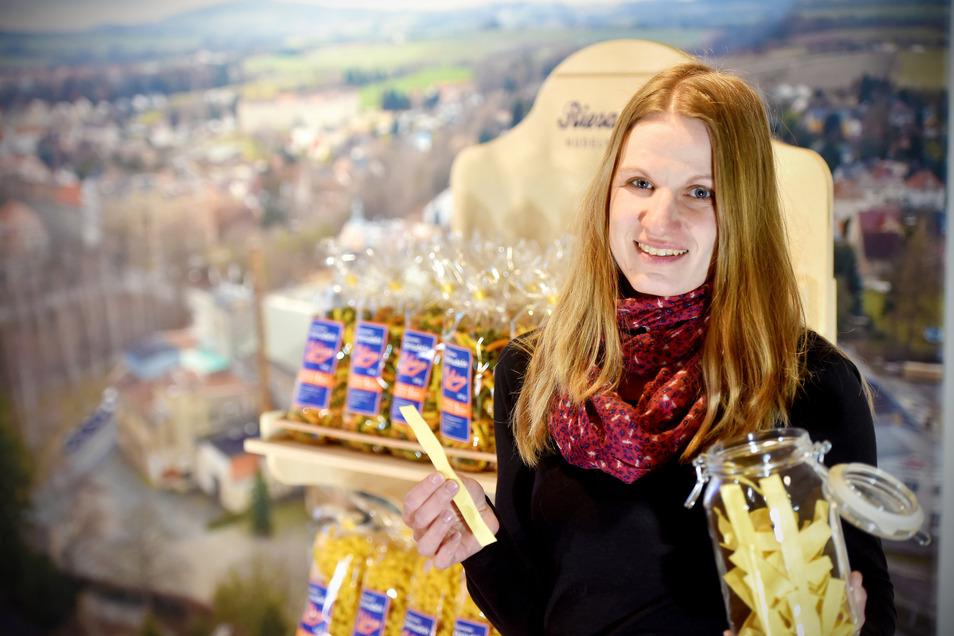Von Riesaer hat sich das Löbauer Museum eine Sonderedition Anker-Nudeln produzieren lassen. Die gibt es jetzt bei Museumsleiterin Corinna Wandt und ihren Kollegen zu kaufen.