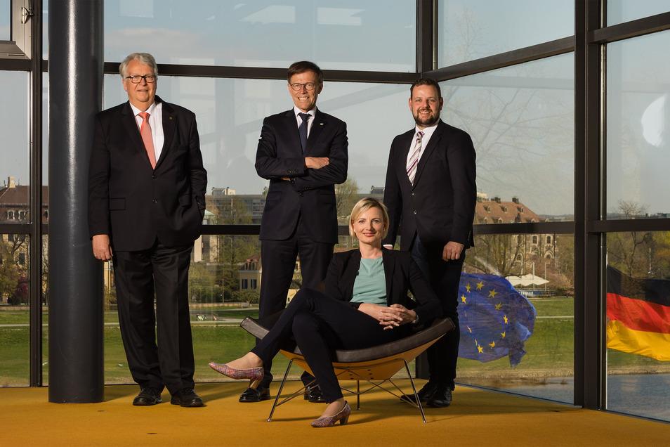 Die Kandidaten der CDU Geert Mackenroth, Matthias Rößler, Daniela Kuge und Sebastian Fischer (v.l.) müssen um ihren Einzug in den Sächsischen Landtag zittern.