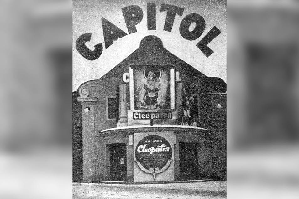 """Die Pforte zu Freitals attraktivstem Filmtheater """"Capitol"""", das regelmäßig zweimal wöchentlich in der örtlichen Tagespresse inserierte."""