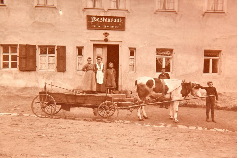 Schlosserei Büttner Altenberg Dieses Bild aus dem Anfang des letzten Jahrhunderts ist eins von wenigen Erinnerungsstücken, die den Weltkrieg überstanden haben und zeigt den damaligen Gasthof. Die Werkstatt befand sich daneben.