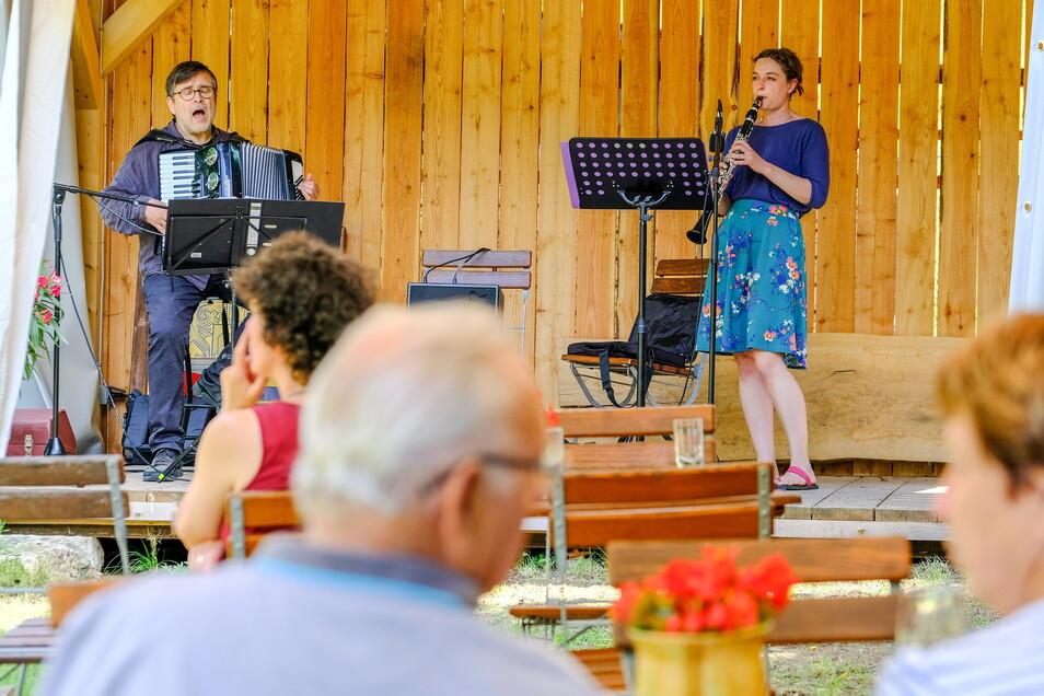Paul Hoorn und Klara Fabry spielten im Winzerhof Rößler im Rietzschkegrund auf.