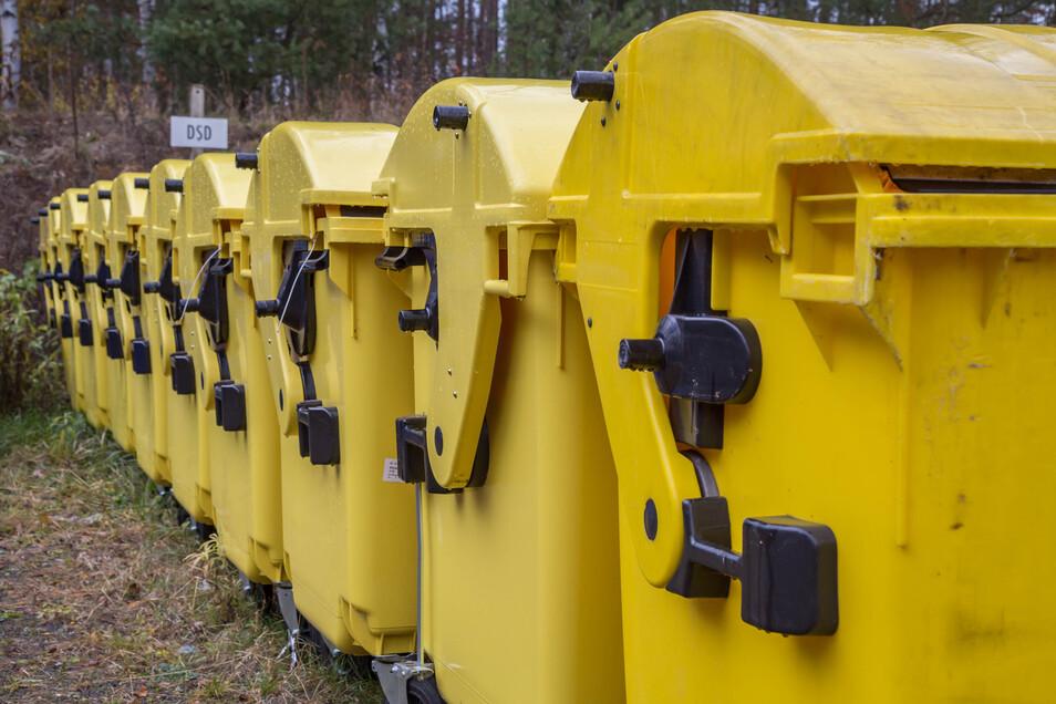 Die Container stehen zur Auslieferung in Niesky bereit. Was noch fehlt, sind die Gelben Tonnen. Ab Dezember sollen sie verteilt werden.