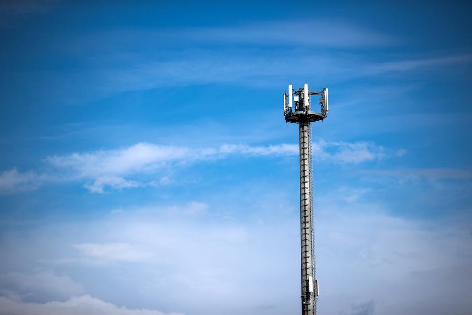 Mobilfunkmasten sollen in Sachsen künftig auch auf staatlichen Flächen gebaut werden können. Das beschleunigt den Neubau solcher Masten.