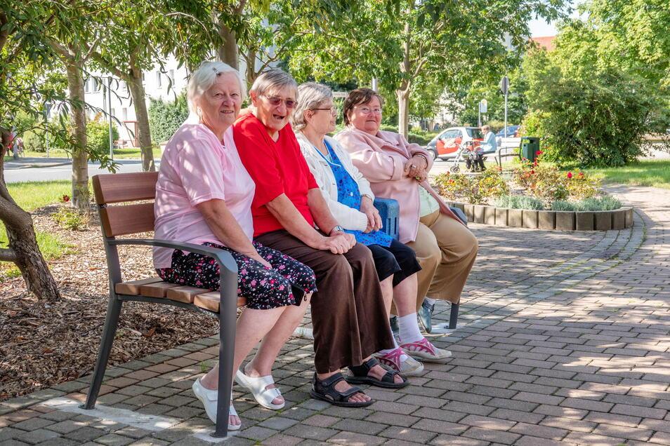 Die etwa 90 Menschen zählende Bewohnerschaft des Hauses ist überwiegend weiblich – und auch älteren Semesters.
