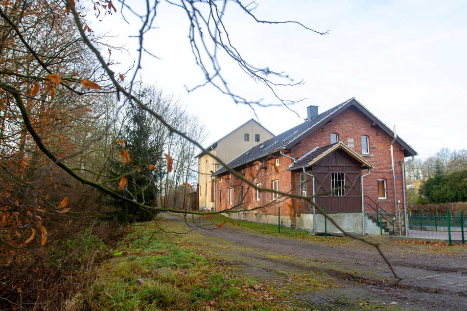 Nach der Sanierung des alten Helbigsdorfer Bahnhofgebäudes soll hier die Wäschemangel einziehen.
