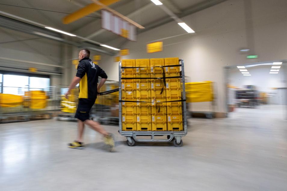 Neuer Zustellstützpunkt in Pirna: Von hier aus werden 100.000 Briefe und 11.000 Pakete pro Woche zugestellt - an über 26.000 Haushalte.