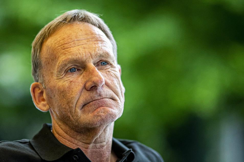 """""""Es muss weitergehen"""", sagt Hans-Joachim Watzke. Der Geschäftsführer von Borussia Dortmund ergänzt: """"Wir brauchen zumindest diese Geisterspiele."""""""