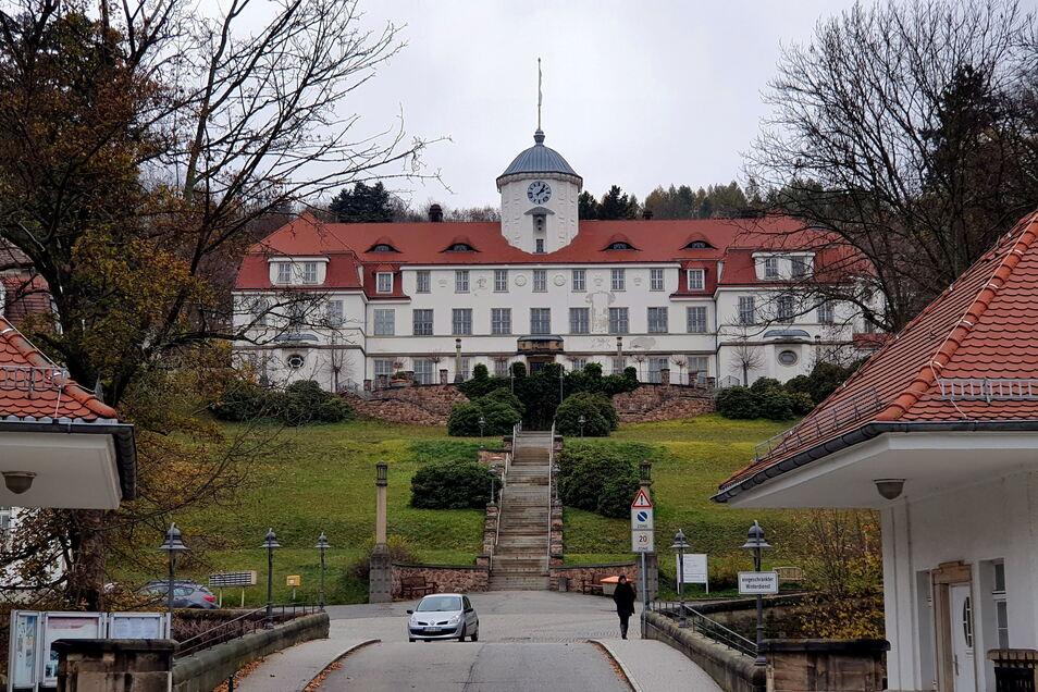 Für Besucher noch immer kein Zutritt: Das gilt für die Klinik in Bad Gottleuba ebenso wie für die in Berggießhübel.