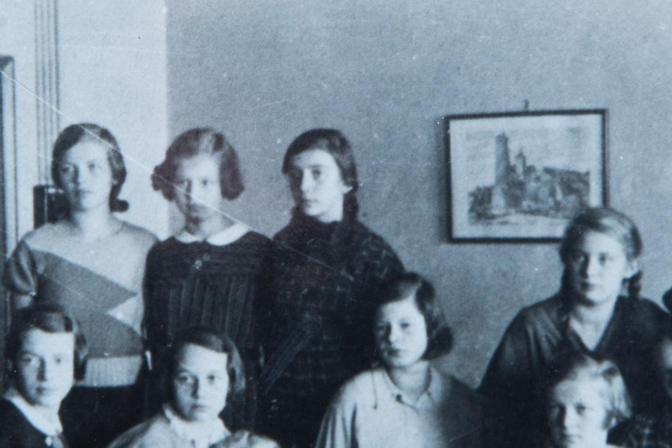 Schon in der Schule gehörte die Hecht-Lotte (obere Reihe rechts) zu den temperamentvollsten Schülerinnen.