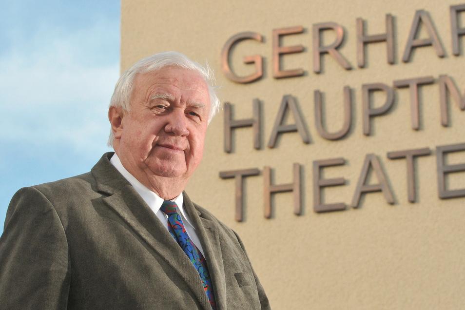 Zittaus ehemaliger Oberbürgermeister Jürgen Kloß engagiert sich auch fürs Gerhart-Hauptmann-Theater.