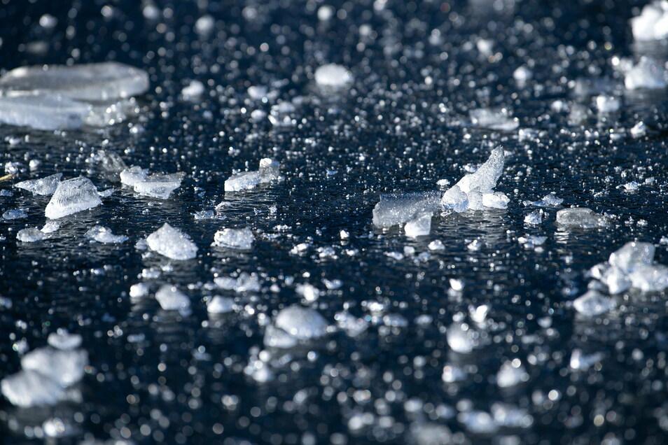 Wer auf gefroren Flüssen und Talsperren herumläuft bringt sich in Lebensgefahr.