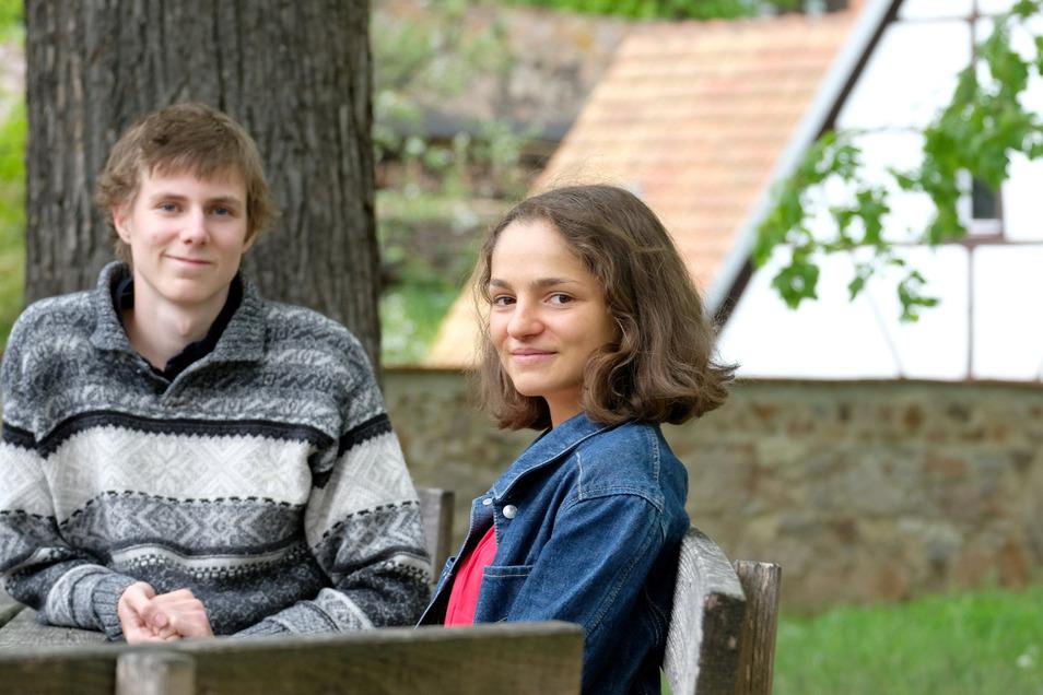 Ziehen ihre ganz eigenen Lehren aus den Corona-Wochen: Samira Hiller (17) und Wilhelm Böttcher (18) gehören zum Abiturjahrgang des Landesgymnasiums St. Afra in Meißen.