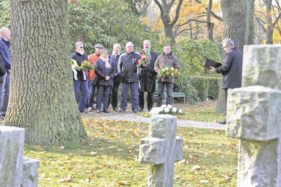 Zum Volkstrauertag 2019 sprach Hartmut Schirrock auf dem Friedhof in Weißwasser Worte des Gedenkens. 2020 wird wegen Corona eine kurze Ansprache über Radio WSW ausgestrahlt.