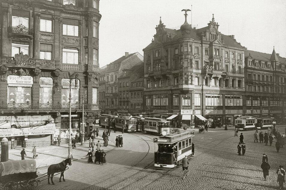 Pirnaischer Platz, 1914 Nicht einmal zwanzig Jahre später entfaltet sich die Dynamik der Großstadt: Straßenbahnen fahren, und anstelle des Cafés steht das Geschäftshaus Kaiserpalast (links). Foto: Stadtmuseum Dresden