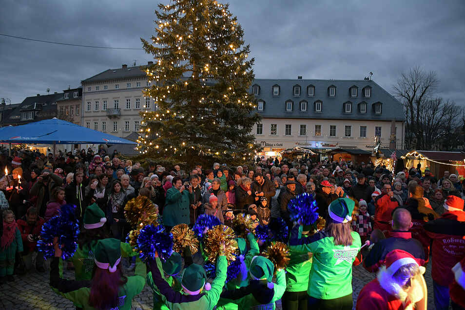 Bühnenprogramme, bei denen sich zahlreiche Menschen versammeln, wird es auf dem diesjährigen Waldheimer Weihnachtsmarkt nicht geben dürfen. Geplant ist es, die Veranstaltung auf den Oberwerder zu verlagern.