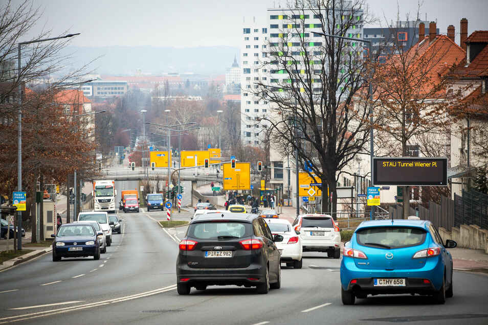Auf der Bergstraße gibt es schon eine Anzeigetafel. Jetzt ist im Norden Dresden eine weitere dazugekommen.