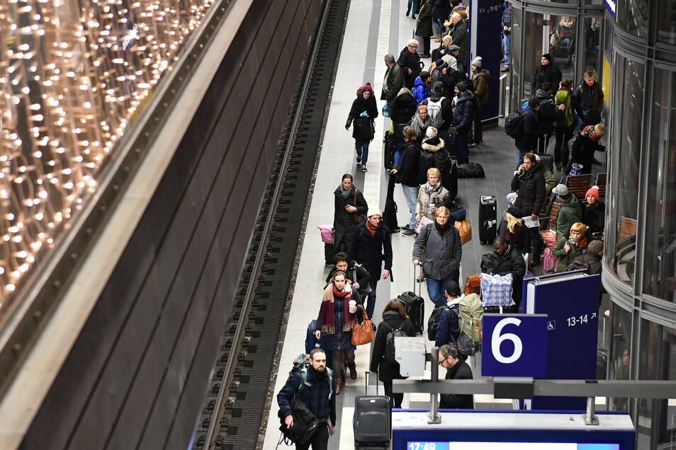 Reisen sind ein Treiber der Pandemie - das legt eine Mobilitäts-Studie nahe.