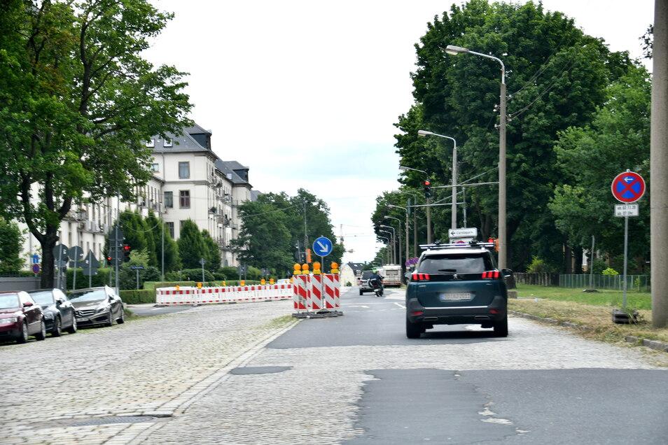 An mehreren Stellen ist das Großpflaster auf der Stauffenbergallee in den vergangenen Jahren schon eingebrochen. Die Straße ist unten so marode wie die Fahrbahn oben.