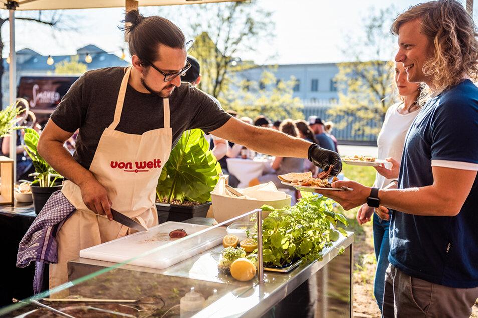 Küchenchef Martin Schade hat als Koch schon die Welt umrundet und zaubert Gerichte aus verschiedensten Ländern.