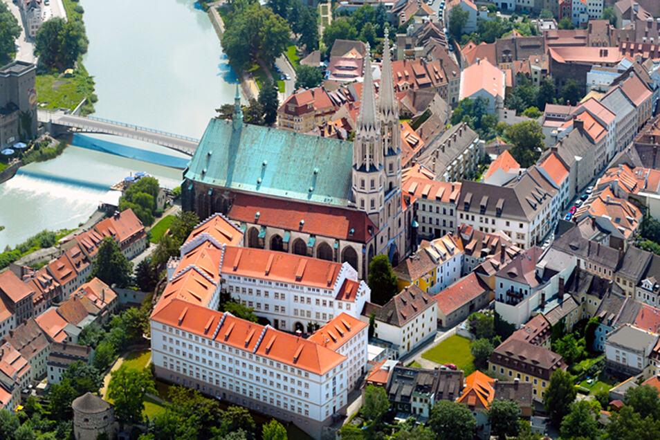 Blick auf die Görlitzer Altstadt mit der Altstadtbrücke über die Neiße.