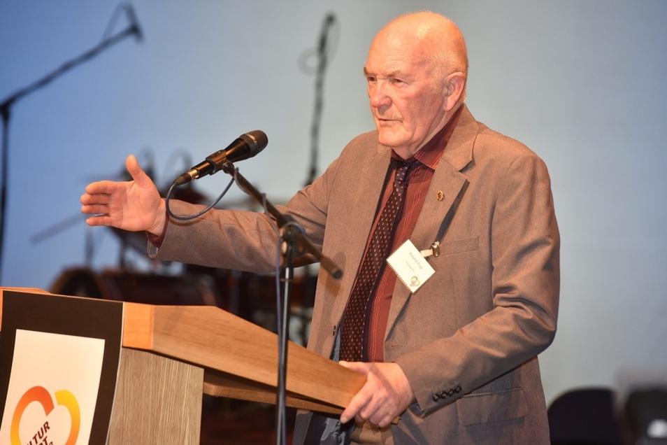 Roland Klug, ehemaliger Zittauer Hauptwegewart, bedankt sich für die Anerkennung.