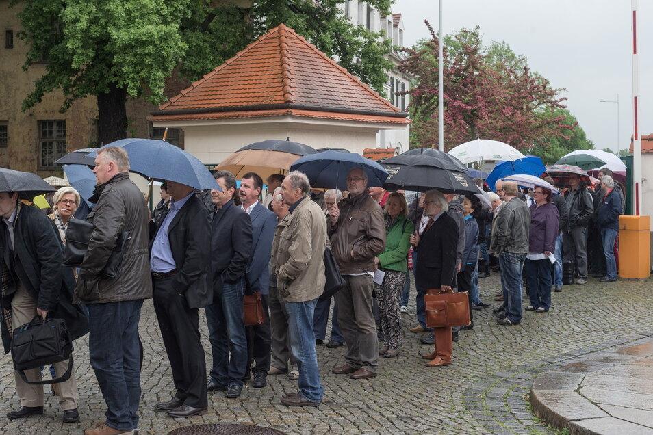 Zur Gläubigerversammlung der wichtigsten Infinus-Firma kamen nach deren Insolvenz Hunderte Anleger aus dem gesamten Bundesgebiet in die Messe Dresden.