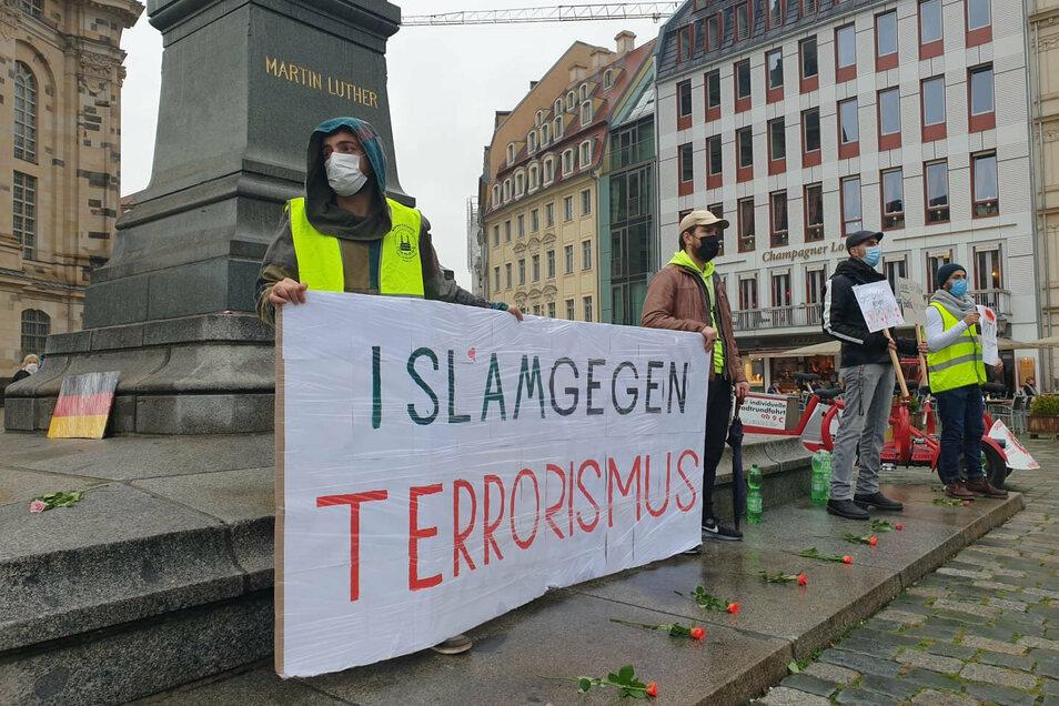 Mitgefühl mit den Opfern islamistischer Terroranschläge: Kundgebung auf dem Dresdner Neumarkt.