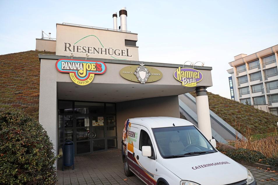In Riesa ist der Riesenhügel für gastronomische Angebote bekannt. Jetzt soll hier ein Testzentrum entstehen.