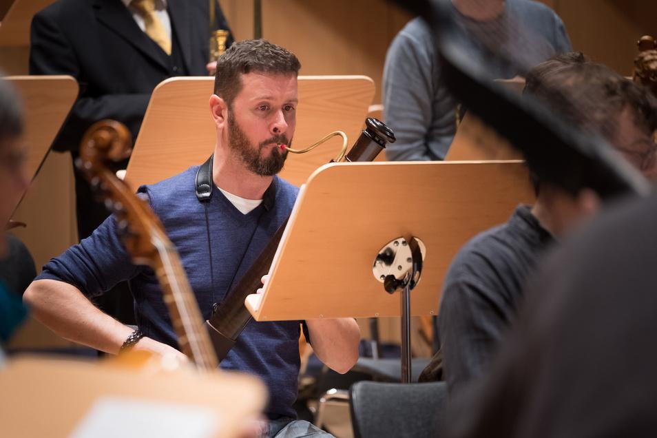 Noch wird geprobt - in wenigen Tagen feiern die Musiker - wie hier der Philharmonie-Fagottist Robert-Christian Schuster - des Vereins Dresdner Hofmusik ihr Festprogramm.