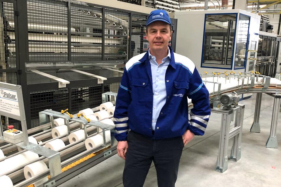Stefan Müller leitet die Produktion im Sofidel-Papierwerk Arneburg. Wie schon bei der ersten Corona-Welle im Frühjahr spricht er auch jetzt wieder über eine explodierende Nachfrage bei Toilettenpapier und jede Menge Arbeit für seine 360 Kollegen.