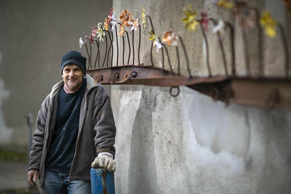 Lutz Peschelt ist für seine Metallkunst nicht nur in Riesa bekannt. Hier ein Detail an seinem Wohnhaus.