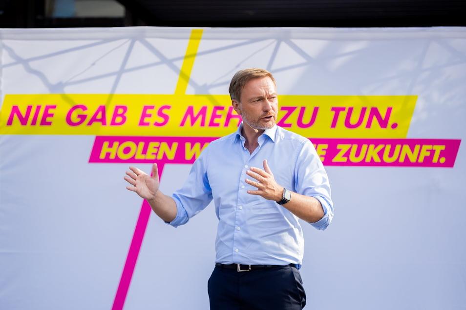 FDP-Chef Christian Lindner wirft Armin Laschet mangelnde Durchsetzungskraft vor.