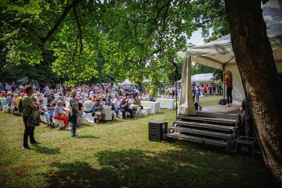 Der Schlosspark Gröba bot einen prächtigen Rahmen für das Familienfest von Feralpi Stahl.