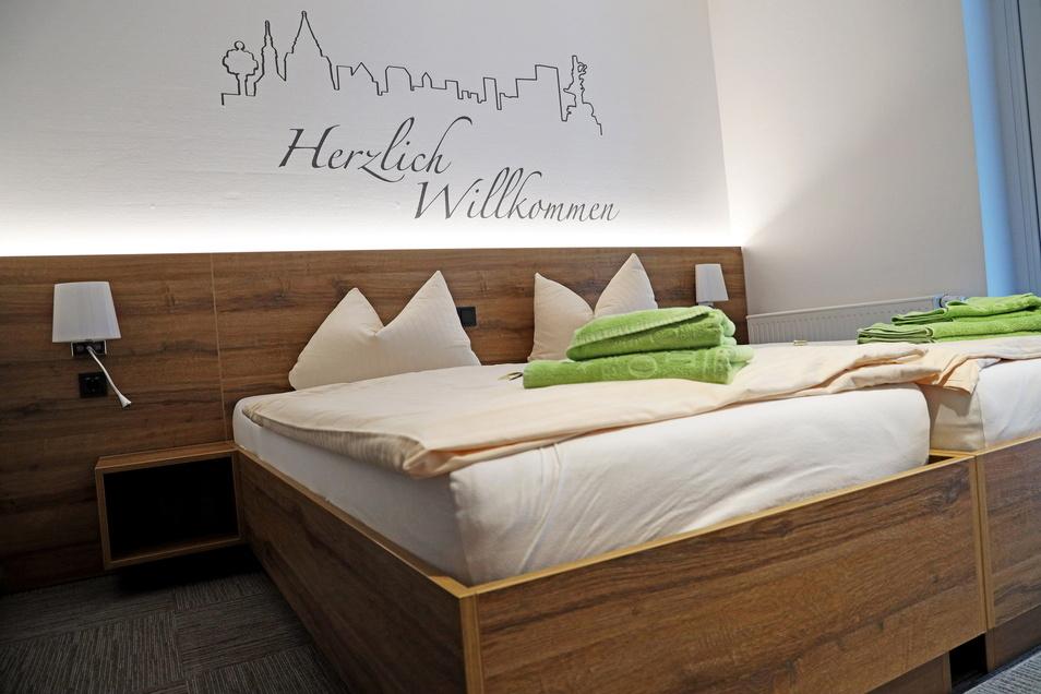 Alle mehr als 40 Zimmer wurden neu gestaltet. Dazu gehört auch eine Riesa-Silhouette über dem Bett.