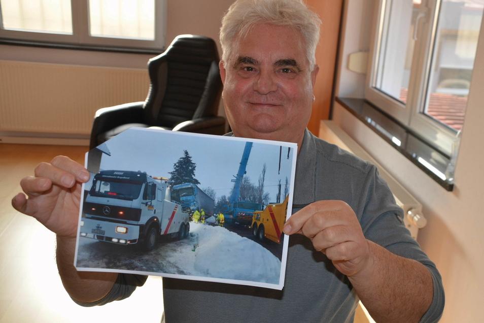 Klaus Dussa ist seit mehr als 30 Jahren Unternehmer. Selbst LKWs werden von seinen Mitarbeitern aus misslichen Lagen befreit.