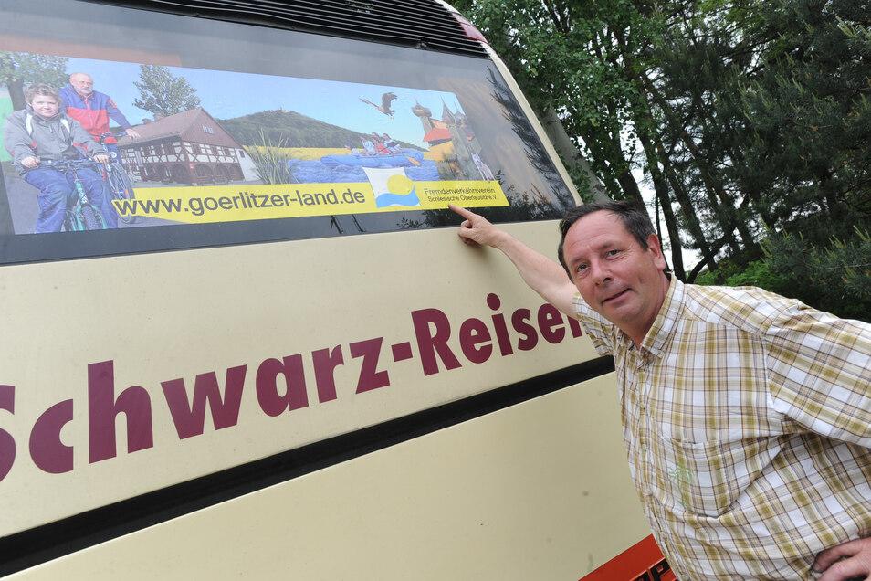 Harald Schwarz machte Werbung nicht nur für sein Unternehmen Schwarz Reisen, sondern warb auch für den Tourismus in der Region wie hier für den Fremdenverkehrsverein Schlesische  Oberlausitz. Archivfoto: Rolf Ullmann